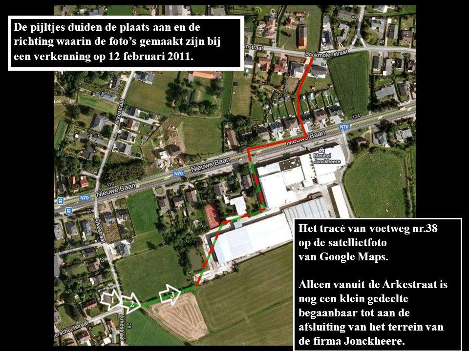 De pijltjes duiden de plaats aan en de richting waarin de foto's gemaakt zijn bij een verkenning op 12 februari 2011.
