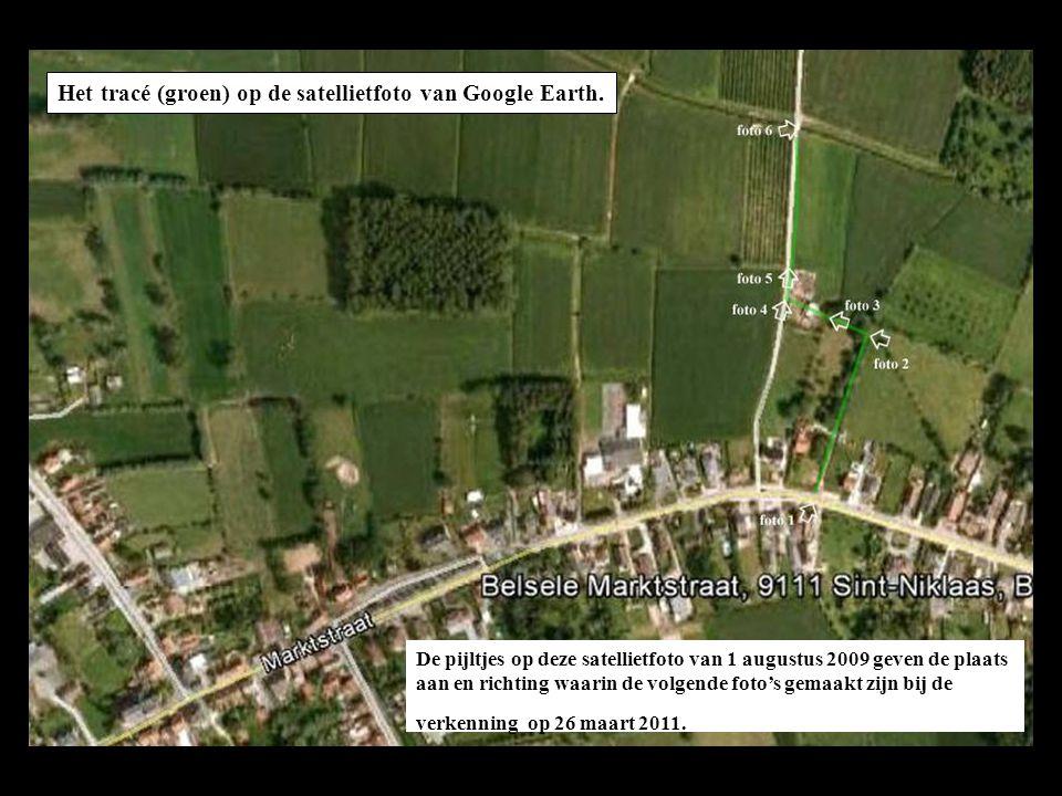 Het tracé (groen) op de satellietfoto van Google Earth. De pijltjes op deze satellietfoto van 1 augustus 2009 geven de plaats aan en richting waarin d