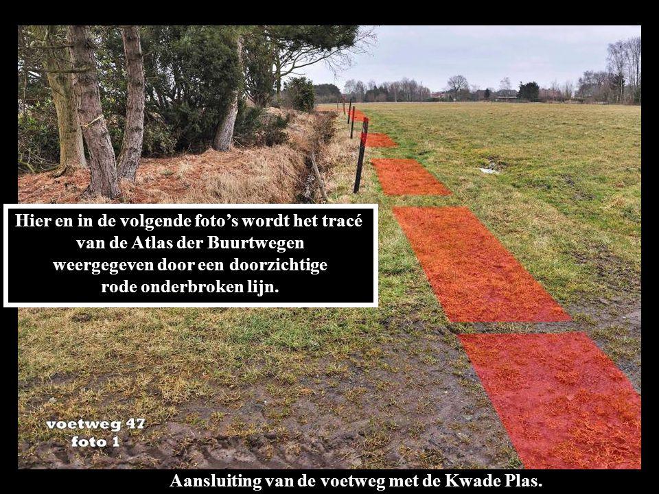 Hier en in de volgende foto's wordt het tracé van de Atlas der Buurtwegen weergegeven door een doorzichtige rode onderbroken lijn.