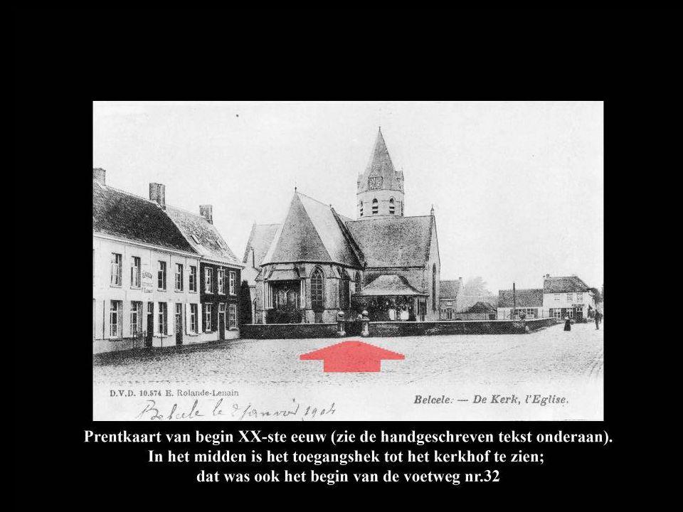 Op deze foto van vóór 1925, gezien vanuit de kerktoren, begint voetweg nr.32 onderaan in het midden (rode pijl) en loopt over het vroegere kerkhof naar rechts uit beeld (rode stippellijn).