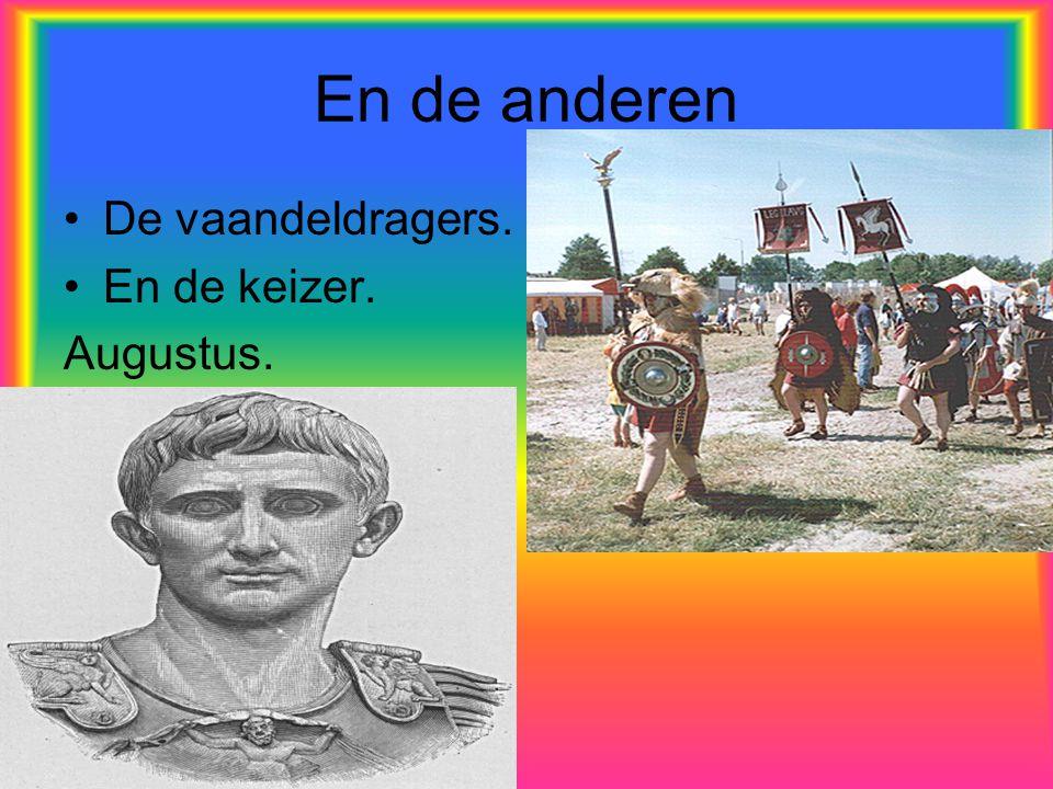 En de anderen De vaandeldragers. En de keizer. Augustus.