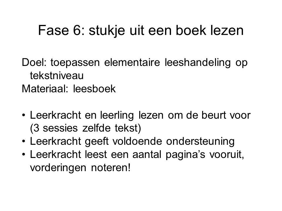 Fase 6: stukje uit een boek lezen Doel: toepassen elementaire leeshandeling op tekstniveau Materiaal: leesboek Leerkracht en leerling lezen om de beur