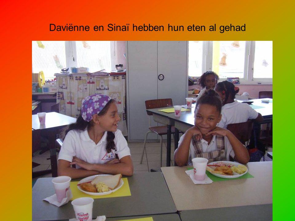 Daviënne en Sinaï hebben hun eten al gehad
