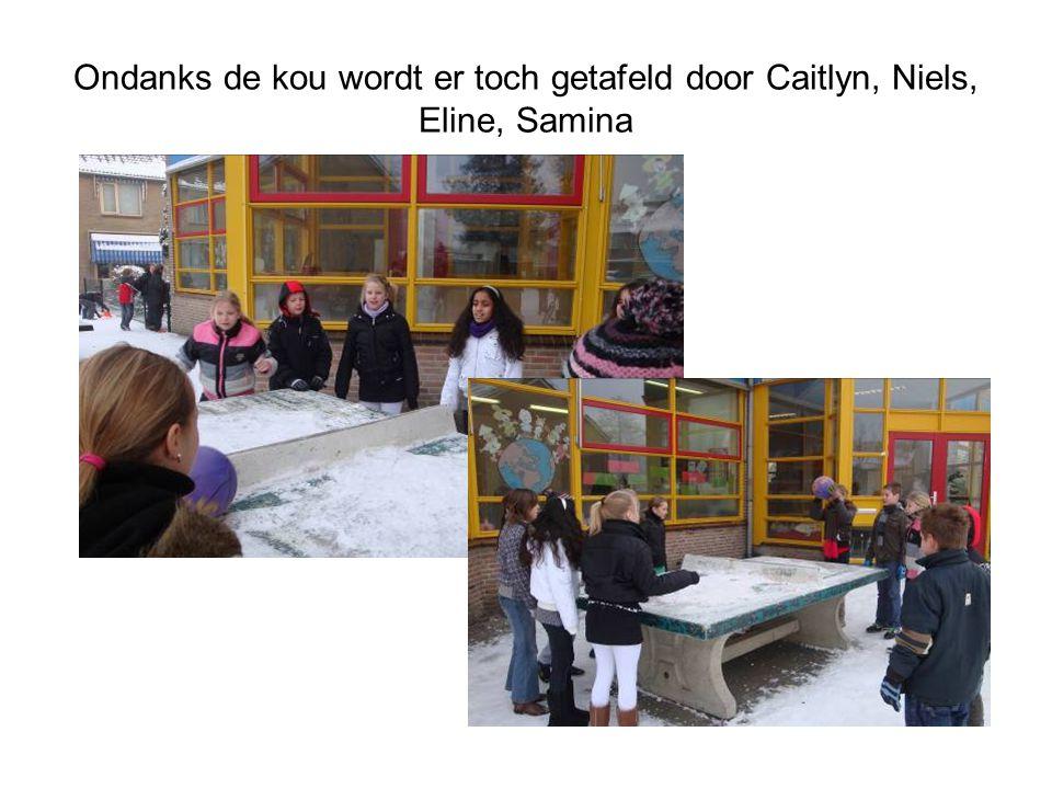 Ondanks de kou wordt er toch getafeld door Caitlyn, Niels, Eline, Samina