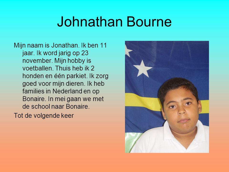 Johnathan Bourne Mijn naam is Jonathan. Ik ben 11 jaar. Ik word jarig op 23 november. Mijn hobby is voetballen. Thuis heb ik 2 honden en één parkiet.
