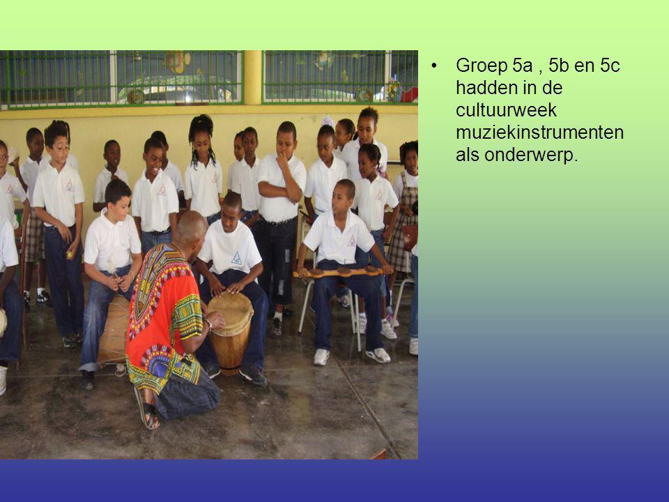 Aryen van 5a mocht één van de muziek- instrumenten bespelen.
