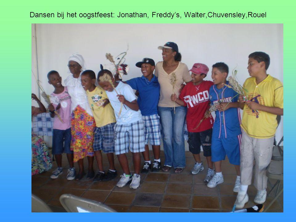 Dansen bij het oogstfeest: Jonathan, Freddy's, Walter,Chuvensley,Rouel