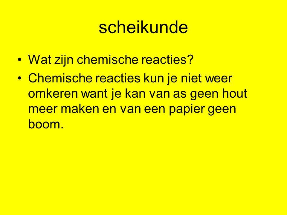 scheikunde Wat zijn chemische reacties? Chemische reacties kun je niet weer omkeren want je kan van as geen hout meer maken en van een papier geen boo