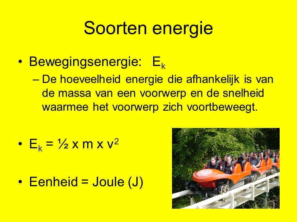 Soorten energie Bewegingsenergie: E k –De hoeveelheid energie die afhankelijk is van de massa van een voorwerp en de snelheid waarmee het voorwerp zich voortbeweegt.