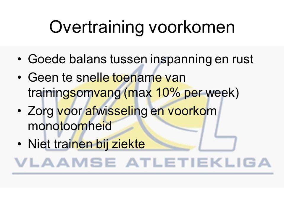 Overtraining voorkomen Goede balans tussen inspanning en rust Geen te snelle toename van trainingsomvang (max 10% per week) Zorg voor afwisseling en voorkom monotoomheid Niet trainen bij ziekte