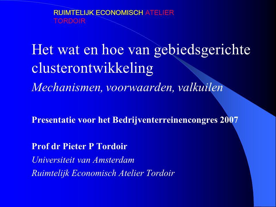 Het wat en hoe van gebiedsgerichte clusterontwikkeling Mechanismen, voorwaarden, valkuilen Presentatie voor het Bedrijventerreinencongres 2007 Prof dr