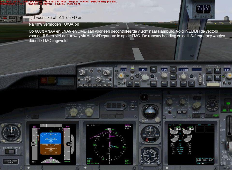 Tijd voor take off: A/T on FD on Na 40% vermogen TO/GA on Op 600ft VNAV en LNAV en CMD aan voor een gecontroleerde vlucht naar Hamburg. Volg in EDDH d