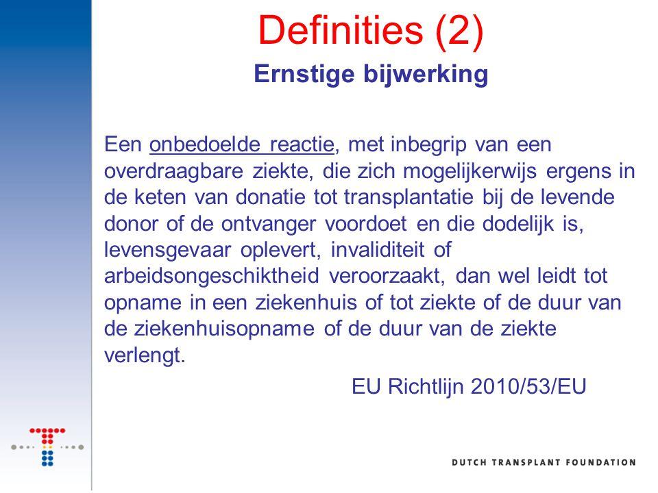 Definities (2) Ernstige bijwerking Een onbedoelde reactie, met inbegrip van een overdraagbare ziekte, die zich mogelijkerwijs ergens in de keten van d