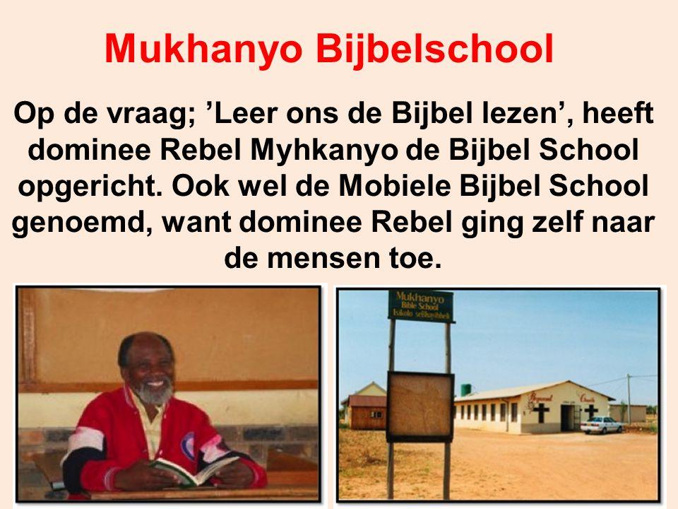 Op de vraag; 'Leer ons de Bijbel lezen', heeft dominee Rebel Myhkanyo de Bijbel School opgericht. Ook wel de Mobiele Bijbel School genoemd, want domin