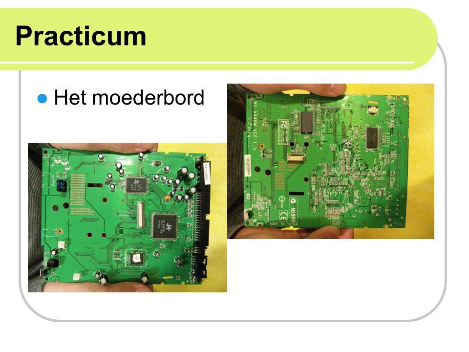 Keyboard Links: toetsen zijn er afgehaald, siliconenmasker zichtbaar Rechts: siliconenmasker eraf gehaald, bovenste laag met geleidende sporen zichtbaar
