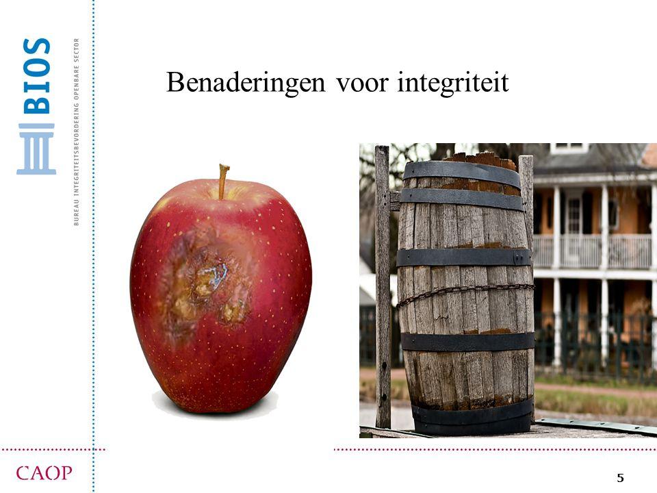 6 (rotte) appel benadering organisatie kunnen amper sturen op integriteit, want: -mensen zijn integer, of niet -is een dispositie, karaktertrek enige wat je kunt doen is investeren in hire & fire -sturen aan voorkant (W&S) -hard optreden en de rotte appels verwijderen schendingen zijn (betreurenswaardige) incidenten het gaat om individuele ambtenaren: rotte appels onderzoek, ontslag, overgaan tot orde van de dag aantrekkelijke benadering, relatief makkelijk uit te voeren