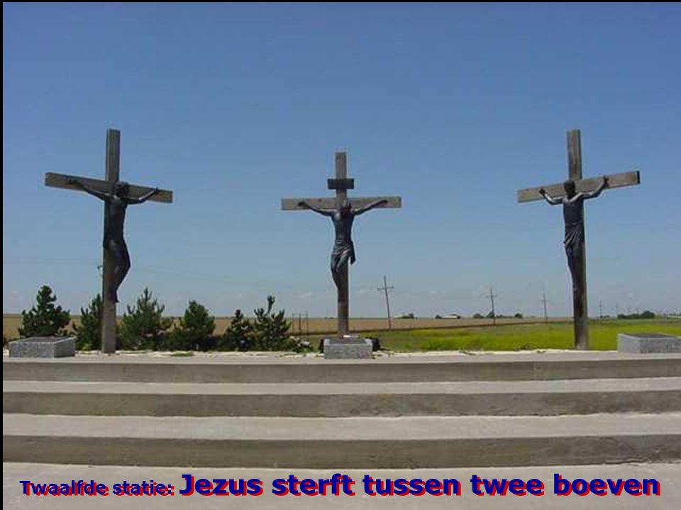 Twaalfde statie: Jezus sterft tussen twee boeven