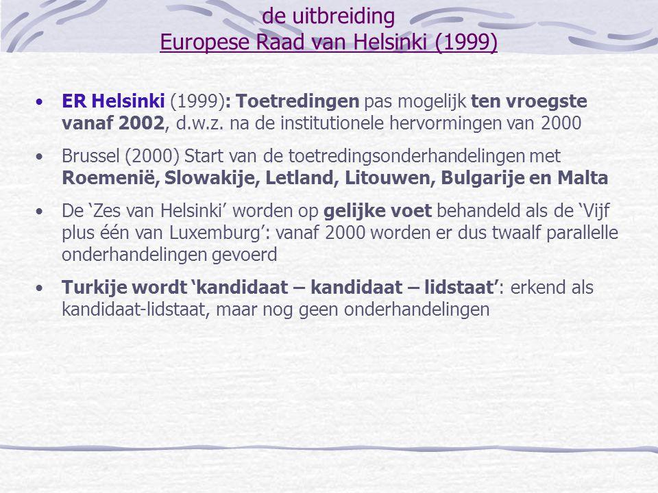 de uitbreiding stand van zaken 'Mid-term Review' van de uitbreidingsstrategie (oktober 2001) Vrij verkeer van personen: problemen inzake vrij verkeer van werknemers (Oostenrijk, Duitsland, Malta) Vrij verkeer van goederen, diensten en kapitaal: transitieperiodes in twee richtingen Milieubeleid: transitieperiodes waar investeringen en infrastructuurwerken noodzakelijk zijn Jaarlijks Rapport van de Europese Commissie (november 2001): bevestiging van de intentie om voor sommige landen de onderhandelingen eind 2002 af te ronden ER van Laken (december 2001): bevestiging van de intentie om voor 10 met naam genoemde landen de onderhandelingen eind 2002 af te ronden onderhandelingshoofdstukken afgerond zoals voorzien