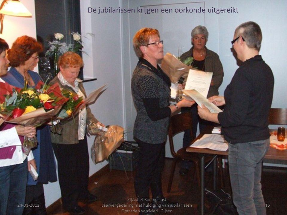 24-01-201215 ZijActief Koningslust Jaarvergadering met huldiging van jubilarissen Optreden van Marij Gijsen De jubilarissen krijgen een oorkonde uitge