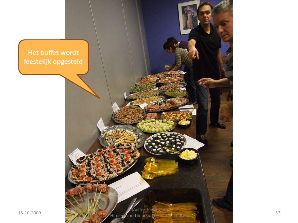 13-10-200937 ZijActief Koningslust Hapjesavond keurslager John Philipsen Het buffet wordt feestelijk opgesteld