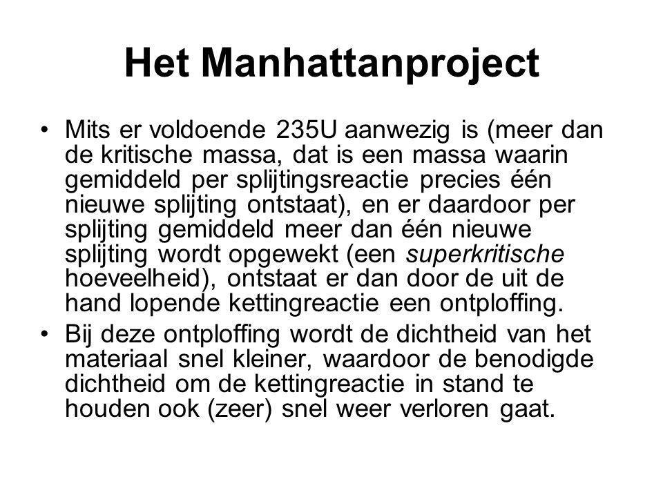Het Manhattanproject Mits er voldoende 235U aanwezig is (meer dan de kritische massa, dat is een massa waarin gemiddeld per splijtingsreactie precies