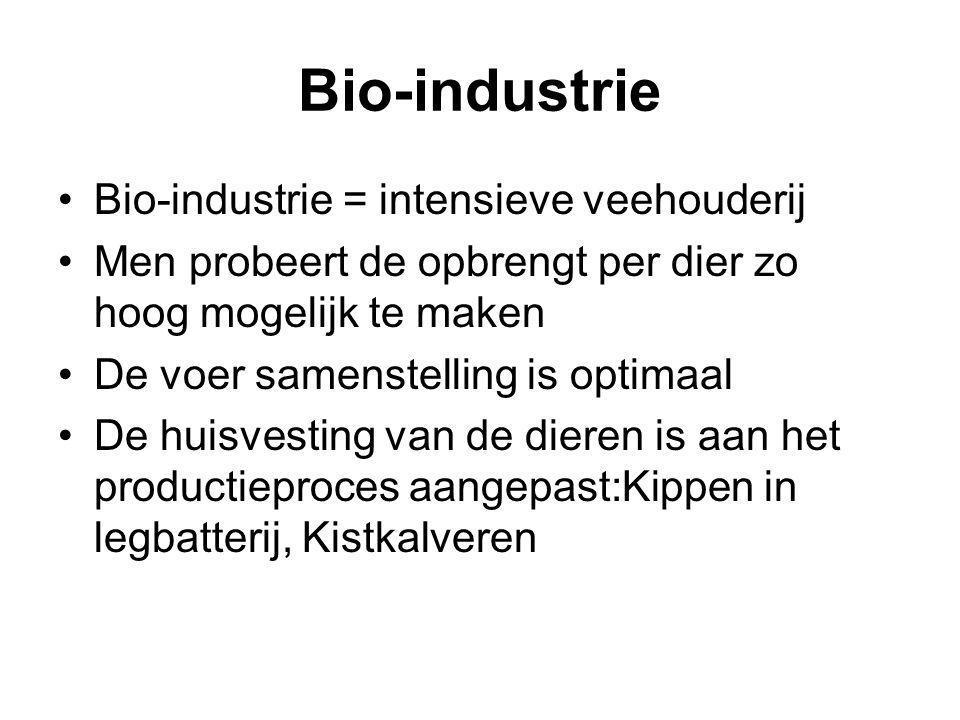 Bio-industrie Bio-industrie = intensieve veehouderij Men probeert de opbrengt per dier zo hoog mogelijk te maken De voer samenstelling is optimaal De