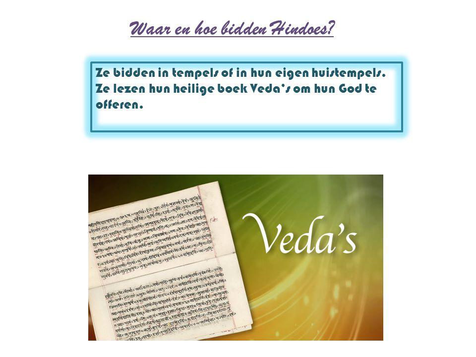 Waar en hoe bidden Hindoes? Ze bidden in tempels of in hun eigen huistempels. Ze lezen hun heilige boek Veda's om hun God te offeren.