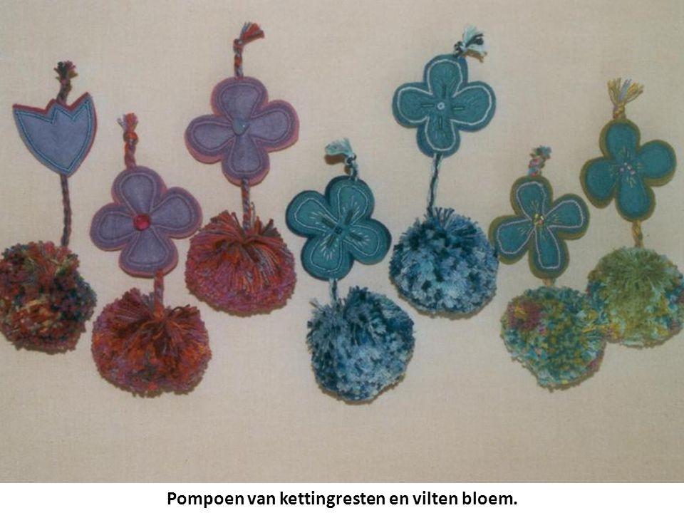 Pompoen van kettingresten en vilten bloem.