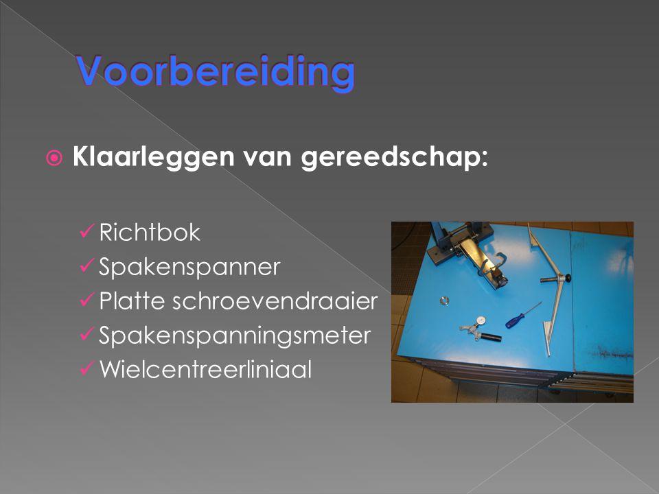  Klaarleggen van gereedschap: Richtbok Spakenspanner Platte schroevendraaier Spakenspanningsmeter Wielcentreerliniaal