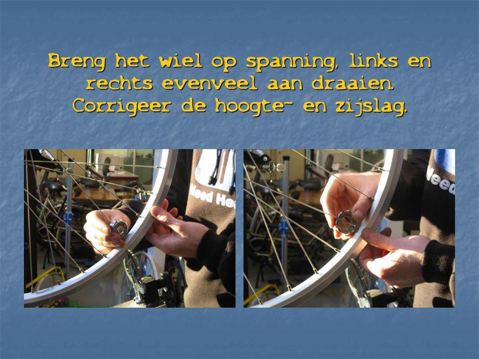 Breng het wiel op spanning, links en rechts evenveel aan draaien. Corrigeer de hoogte- en zijslag.