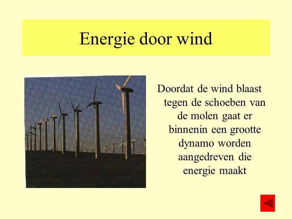 Energie door wind Doordat de wind blaast tegen de schoeben van de molen gaat er binnenin een grootte dynamo worden aangedreven die energie maakt