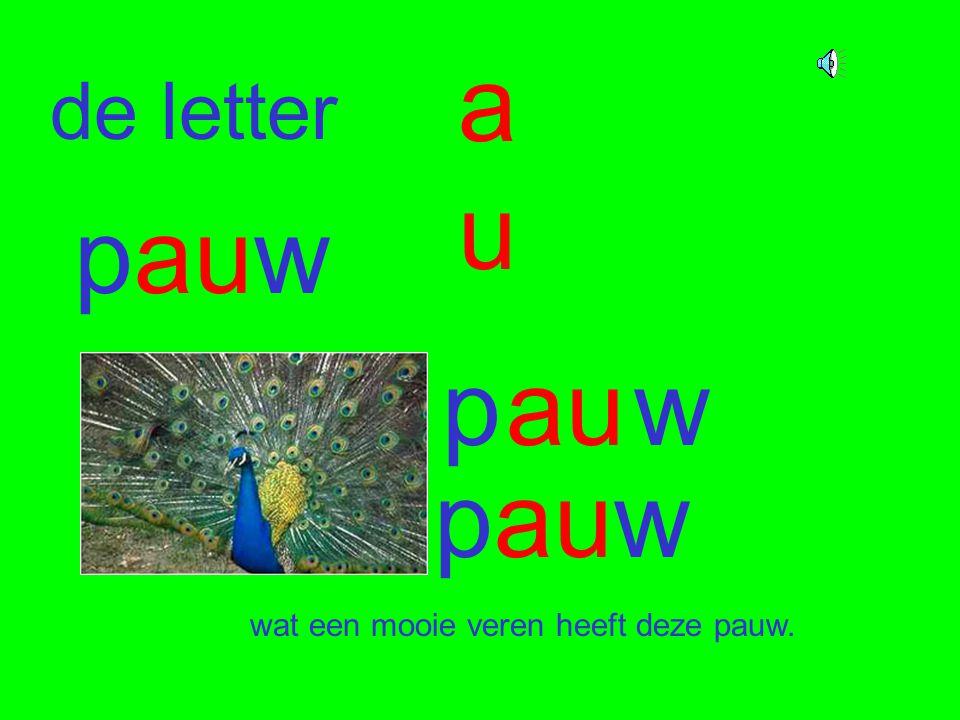 de letter auau pauw pauw pauw wat een mooie veren heeft deze pauw.