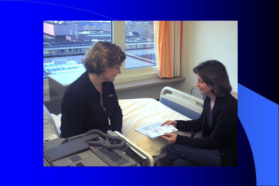 (Vervolg) Verpleegkundige interventies Gestructureerd dagprogramma aanbieden Nachtlampje Geruststellen Partner tot steun zijn Eerlijk blijven; aangeven dat wat wordt waargenomen er niet is