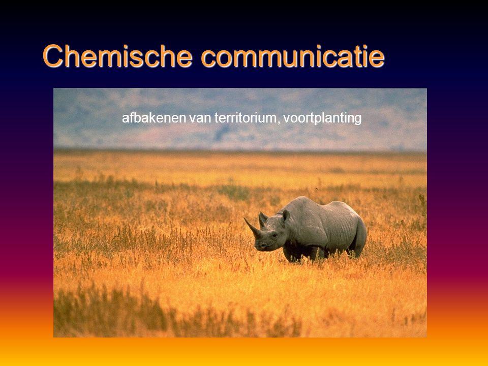 Chemische communicatie Methode:Methode: feromonenferomonen Functie:Functie: voortplantingvoortplanting bescherming – verdedigingbescherming – verdedig