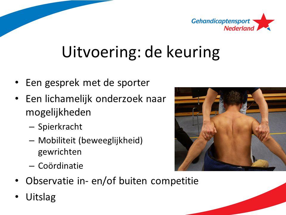 Uitvoering: de keuring Een gesprek met de sporter Een lichamelijk onderzoek naar mogelijkheden – Spierkracht – Mobiliteit (beweeglijkheid) gewrichten