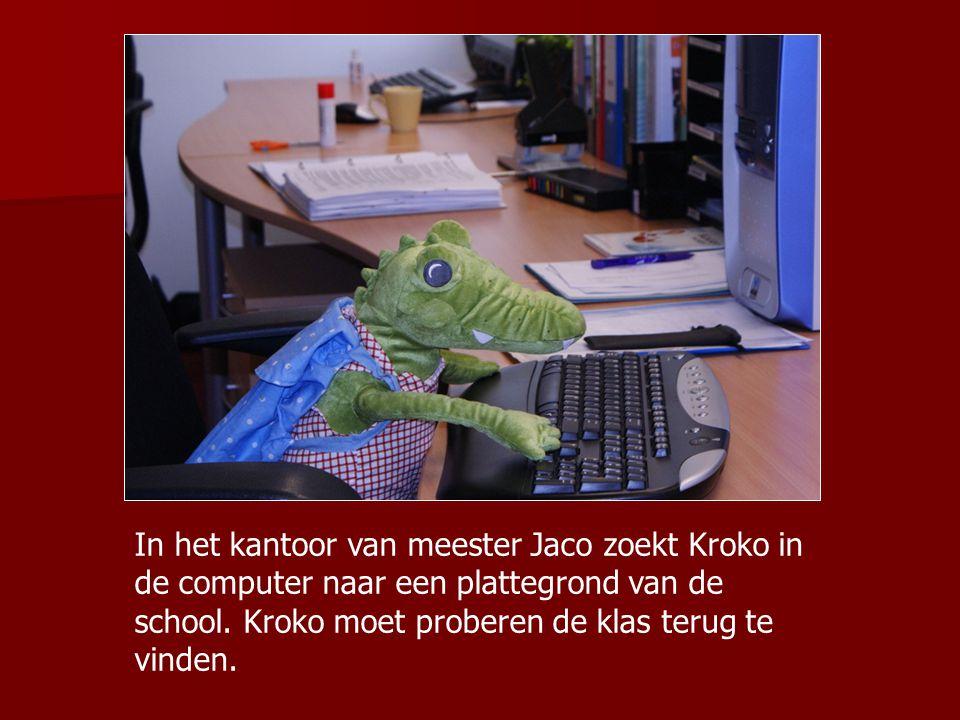 In het kantoor van meester Jaco zoekt Kroko in de computer naar een plattegrond van de school. Kroko moet proberen de klas terug te vinden.