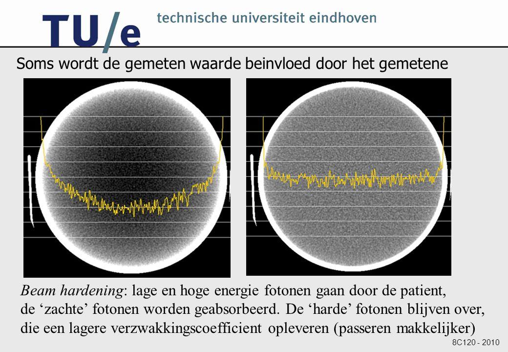 8C120 - 2010 Soms wordt de gemeten waarde beinvloed door het gemetene Beam hardening: lage en hoge energie fotonen gaan door de patient, de 'zachte' fotonen worden geabsorbeerd.