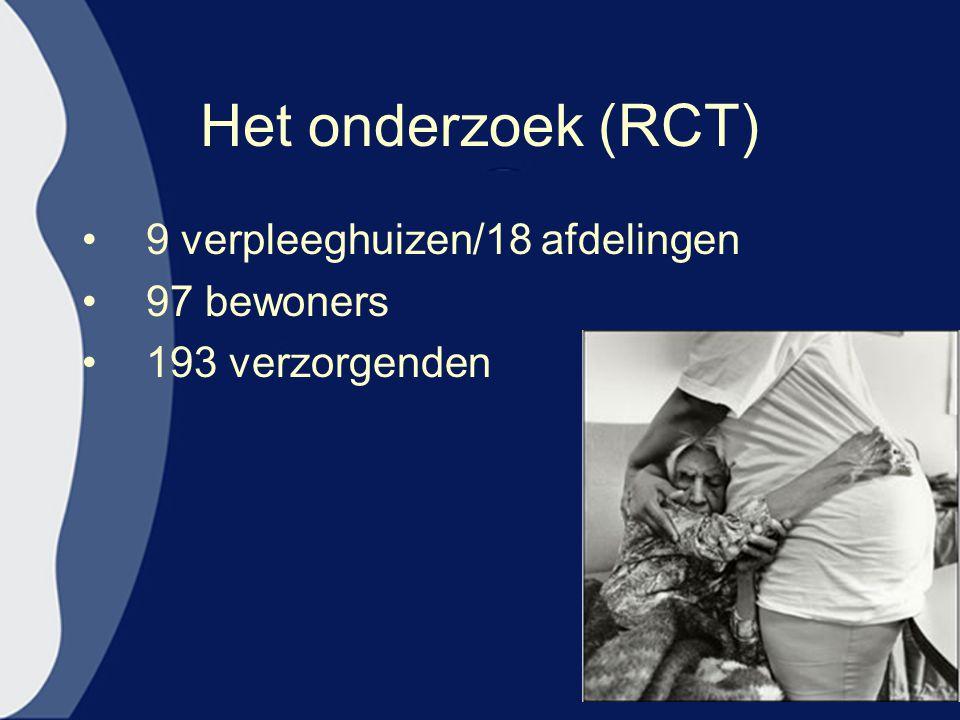 Het onderzoek (RCT) 9 verpleeghuizen/18 afdelingen 97 bewoners 193 verzorgenden