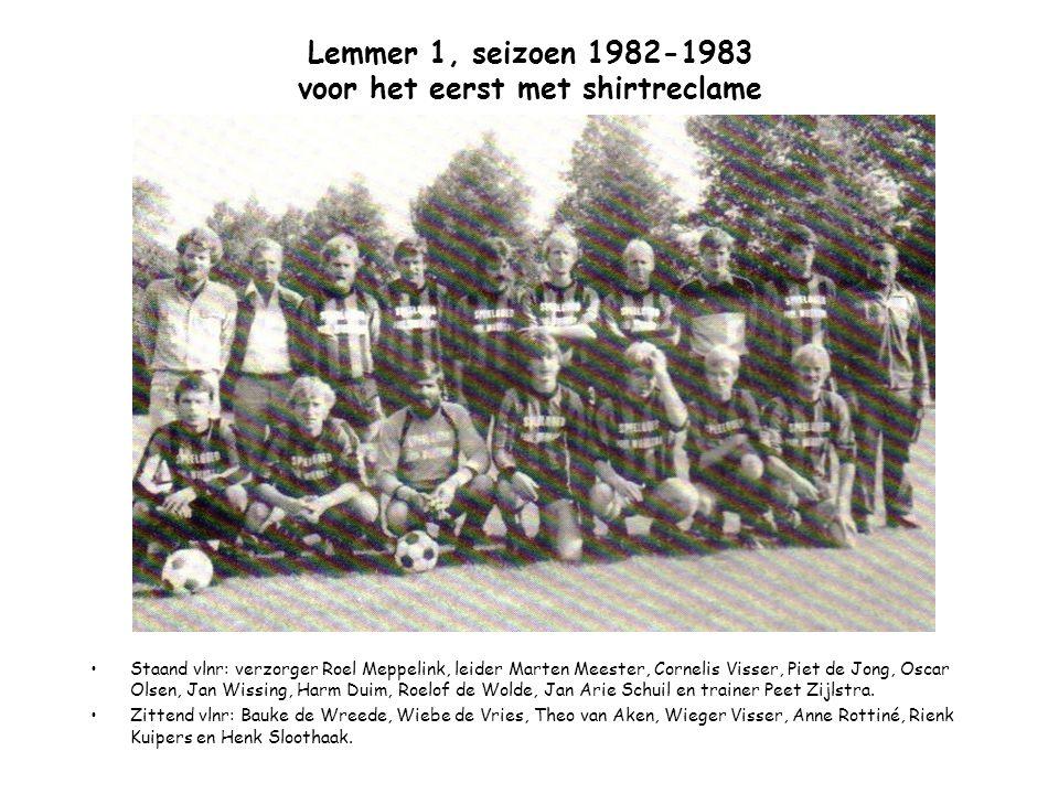 Lemmer 1, 1983-1984 Staand vlnr: Folkert Verbeek, Hans Portijk, Anne Rottiné, Oscar Olsen, Erik Job Wissing, René Hamstra, Harm Duim, Wolter Zuid, Jan Wissing en leider Uilke Tuinstra.
