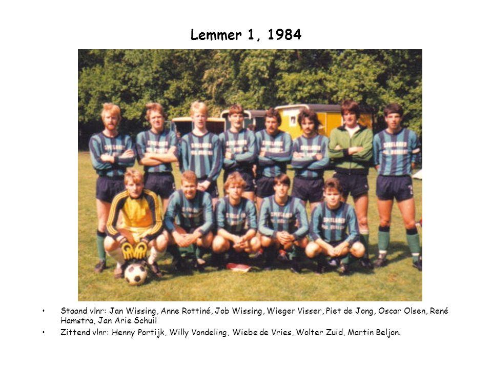 Lemmer 1, 1984 Staand vlnr: Jan Wissing, Anne Rottiné, Job Wissing, Wieger Visser, Piet de Jong, Oscar Olsen, René Hamstra, Jan Arie Schuil Zittend vl