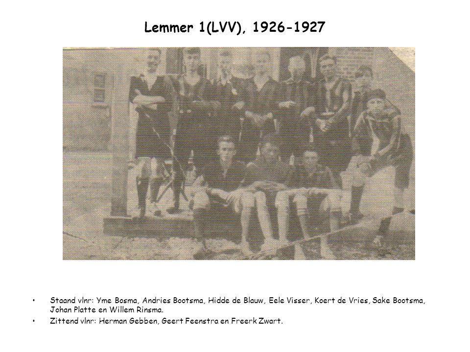 Lemmer 1(LVV), 1926-1927 Staand vlnr: Yme Bosma, Andries Bootsma, Hidde de Blauw, Eele Visser, Koert de Vries, Sake Bootsma, Johan Platte en Willem Ri