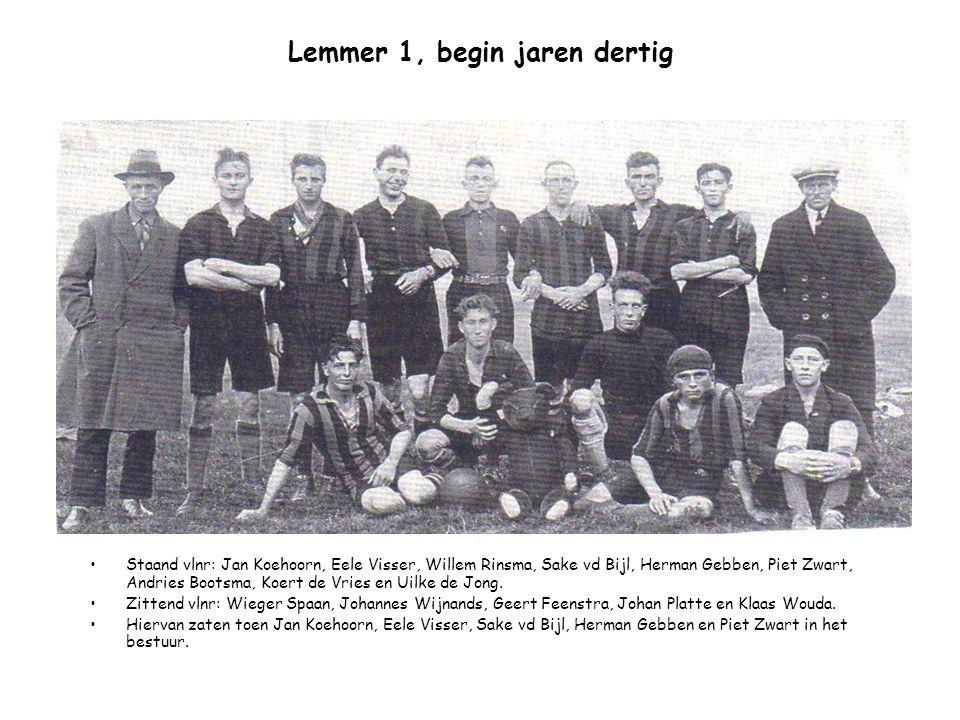 Lemmer 1, begin jaren dertig Staand vlnr: Jan Koehoorn, Eele Visser, Willem Rinsma, Sake vd Bijl, Herman Gebben, Piet Zwart, Andries Bootsma, Koert de