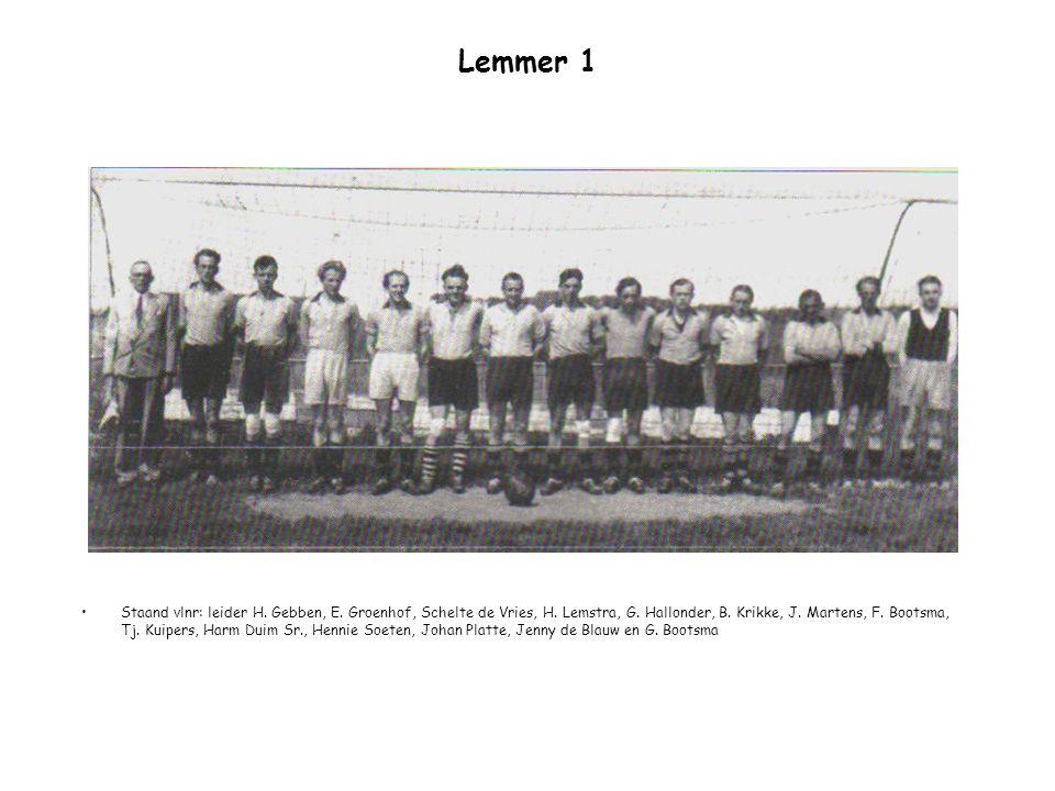 Lemmer 1 Staand vlnr: leider H. Gebben, E. Groenhof, Schelte de Vries, H. Lemstra, G. Hallonder, B. Krikke, J. Martens, F. Bootsma, Tj. Kuipers, Harm