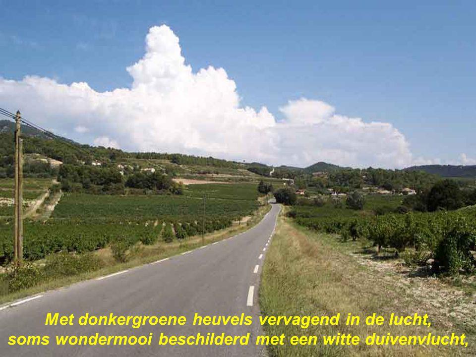 Uit de tijd geworpen vergeten paradijs, van duizend kleine dorpen onder wolken grauw en grijs,