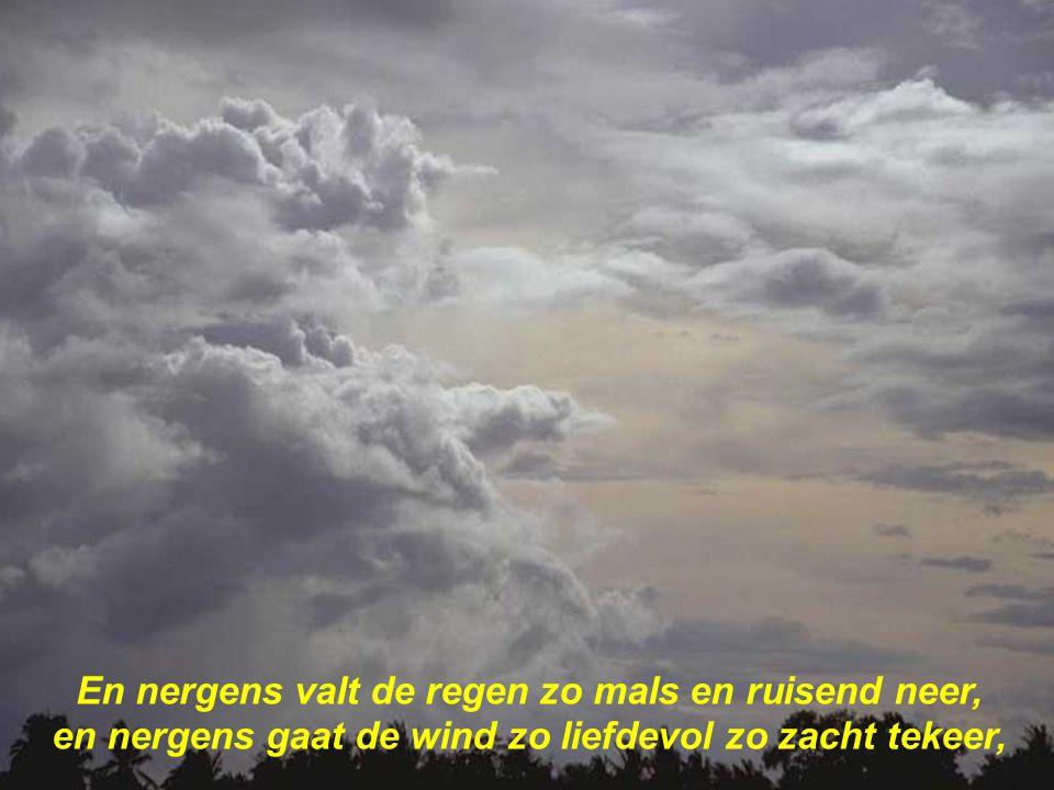 Met donkergroene heuvels vervagend in de lucht, soms wondermooi beschilderd met een witte duivenvlucht,