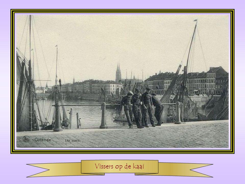 De vissershaven met op de achtergrond het zeestation
