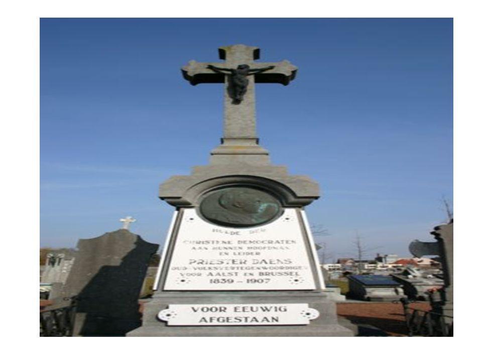 Levensbeschrijving - In 1873 werd hij in het bisdom Gent tot priester gewijd.