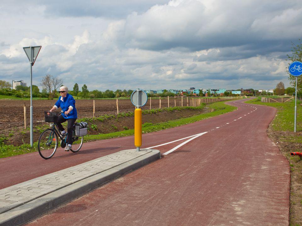 Twee sporen in de communicatie Projectcommunicatie RijnWaalpad Verleiden van de automobilist