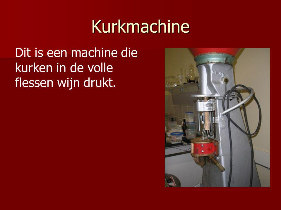 Kurkmachine Dit is een machine die kurken in de volle flessen wijn drukt.