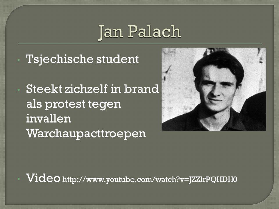 Tsjechische student Steekt zichzelf in brand als protest tegen invallen Warchaupacttroepen Video http://www.youtube.com/watch?v=JZZlrPQHDH0